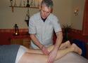 Thomas Teichert bei einer Massage
